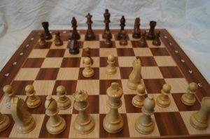 schachbrett-mit-schachfiguren